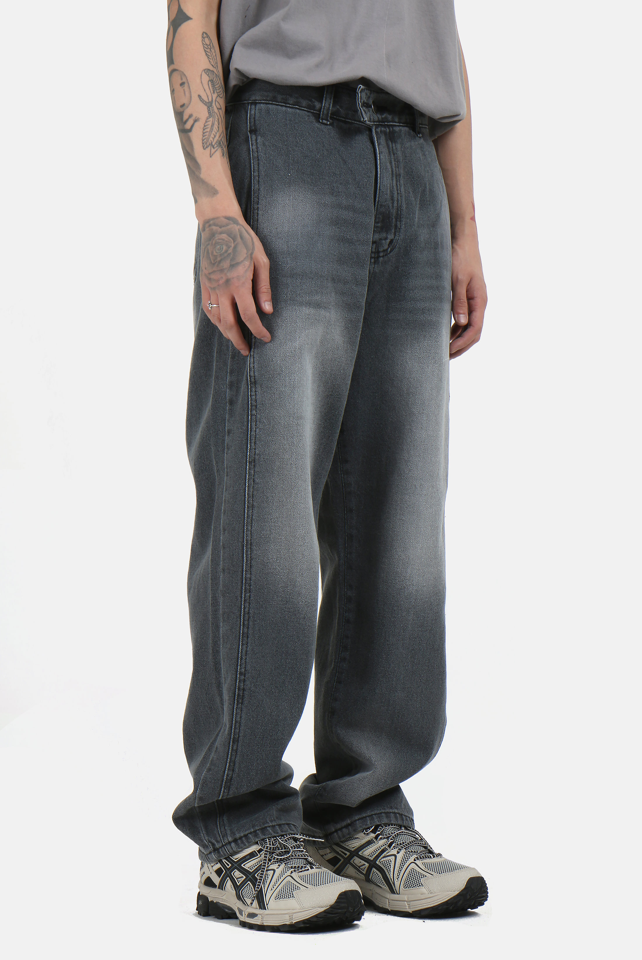 Side_Incision Two_Button Pants